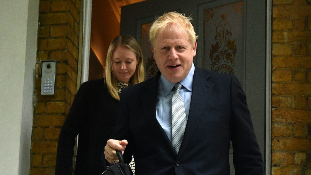 L'ancien maire de Londres, Boris Johnson, quitte son domicile à Londres. Photo: Glyn Kirk/AFP